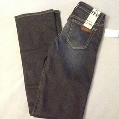 I just discovered this while shopping on Poshmark: Joe's Jeans The Honey Booty Fit. Check it out! Price: $50 Size: 25