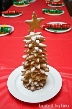 Gingerbread Tree Gingerbread Christmas Tree, Gingerbread Cookies, Peanut Brittle, Cute Desserts, Christmas Desserts, Waffles, Baking, Breakfast, Recipes