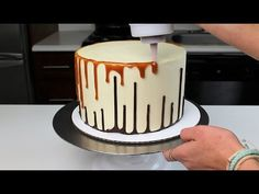 Upside down Double Drip Cake Recipe and Tutorial! Because you shouldn't hav… Upside down Double Drip Cake Recipe and Tutorial! Because you shouldn't have to pick between caramel and chocolate! Drip Cakes, Bolo Drip Cake, Caramel Drip Cake, Chocolate Drip Cake, Chocolate Ganache, Cake Decorating Techniques, Cake Decorating Tips, Cake Icing, Cupcake Cakes
