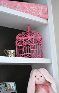 Um toque especial com uma gaiola pink para o quarto da menina