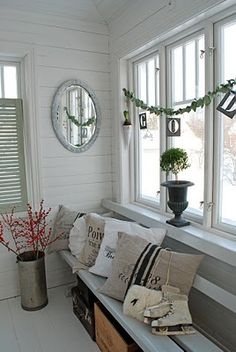Just like a school bench? Could be an option garland with stencil letters, long window bench with grain sack pillows Scandinavian Christmas Decorations, Window Benches, Window Seats, Shabby Chic Christmas, Nordic Christmas, Christmas 2016, Christmas Design, Christmas Carol, Christmas Projects
