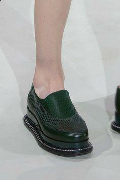 Jil Sander Fall 2014 Ready-to-Wear. Pretty Shoes, Beautiful Shoes, Hot Shoes, Shoes Heels, Fashion Shoes, Fashion Accessories, Milan Fashion, Runway Shoes, Kinds Of Shoes