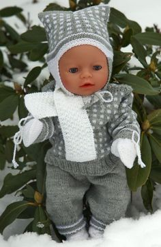 numerous pieces ~ (This pattern fits - dolls like American Girl doll, Baby born and Alexander doll) Knitting Dolls Clothes, Crochet Doll Clothes, Knitted Dolls, Doll Clothes Patterns, Crochet Dolls, Doll Patterns, Baby Born Clothes, Girl Doll Clothes, Girl Dolls