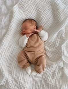 Shop baby and children's handmade linen apparel, hair accessories and Espadrille Avarcas Leather Sandals. Cute Little Baby, Cute Baby Girl, Little Babies, Cute Babies, Baby Kids, Baby Boy Newborn, 6 Month Baby Picture Ideas, Cute Baby Pictures, Beautiful Pictures