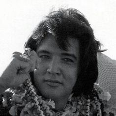 Elvis arriving in Hawaii, January 9, 1973