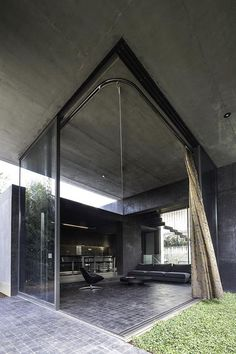 Minimalist concrete shelter: Residence in Kifissia