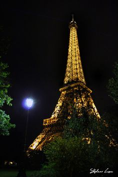 A little bit of Paris (photo) by Stephane Lopes, via Behance