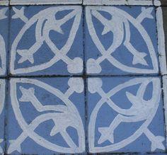 uitleg van het schilderen van betontegels. voor de sjablonen klik op de onder staande links https://www.facebook.com/804980152890090/photos/pcb.8475323553015...