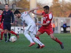 #Ahmed #Azaouagh kämpft um den Ball.