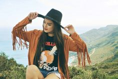 BACK TO FRINGES Inês Costa // @ineescosta instagram.com/ineescosta/   Fashion blogger, style blogger, orange jacket fringes spring mettalica shirt
