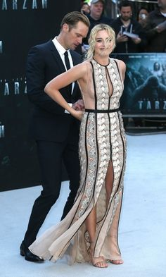 I got your back! Alexander Skarsgard lent a hand to Margot Robbie when she suffered a slight wardrobe malfunction during the premiere of The Legend of Tarzan in London.