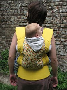 Beautiful diy Soft Structured Carrier by Miss Stik. (miss-stik.blogspot.com) Sewing Crafts, Sewing Projects, Sewing Ideas, Ergonomic Baby Carrier, Water Birth, Toddler Toys, Baby Wearing, Diy Gifts, Couture