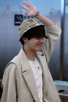 Gwangju, K Pop, Jung Hoseok, Jungkook Jimin, Rapper, J Hope Smile, Bts Airport, Airport Style, Korea
