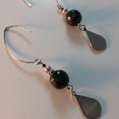 Larvikite - boucles d'oreilles design, pendentives, une perle de  larvikite facettée grise et ses superbes effets naturels,surmontée d'une
