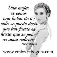 embracebogota | Embraces de mujeres famosas #NancyReagan