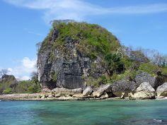 Es el Península de Nicoya. Está en Mal Pais. Se puede nadar en el arrecife.