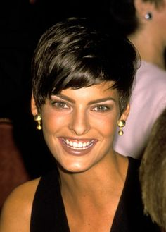 linda evangelista short hair  90s pixie cut dark hair