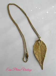 He encontrado este interesante anuncio de Etsy en https://www.etsy.com/es/listing/222389669/gold-plated-laurel-leaf-necklace