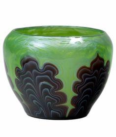 ❤ - Loetz    May Green Titania Vase - 1905.