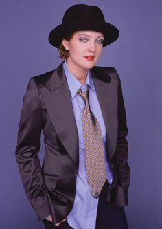 Tony Duran Photoshoot for Glamour, 2004 Drew Barrymore 90s, John Barrymore, Donna Tartt, Women Ties, Saturday Night Live, American Actress, Style Icons, Actors & Actresses, Celebrity Style