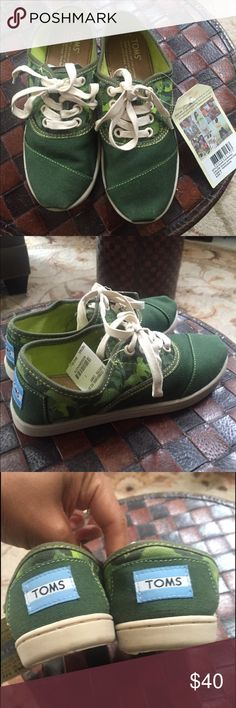 NWT TOMS Boys Camo Sneakers Youth Size 1 New with tags!  So cute. In green camo. Toms call these Cordones. Youth size 1. TOMS Shoes Sneakers