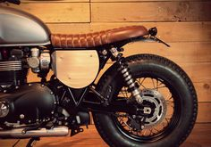 Rémi Réguin of BAAK Motocyclettes second build is based on a 1200cc Bonneville T120, though you may not like the tyre choice, you can not deny, this build is rather eye catching. The T120 is my pick of the batch when it comes to the new liquid cooled machines. …