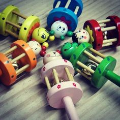 Hermosos Sonajeros Wooden Toys, Car, Social Networks, Wooden Toy Plans, Wood Toys, Automobile, Woodworking Toys, Vehicles, Autos