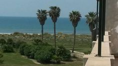 CÁDIZ, ROTA COSTA BALLENA Ref:10088 Ático primera línea de playa, urbanización Plaza de Mar. Dispone de tres dormitorios, dos baños, salón, cocina y #terraza_vistas_al_mar. Situado en una urbanización con piscina, #campo_de_golf y garaje subterráneo. Se encuentra junto a #Chipiona, #Rota, #Jerez_de_la_Frontera y #SanlúcarDeBarrameda. #apartamento_vistas_playa #Rota #CostaBallena