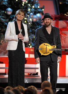 "Sugarland's Jennifer Nettles and Kristian Bush performed a bilingual version of ""Silent Night,"" during ABC-TV's second annual ""CMA Country Christmas"" special (12/1/11)."
