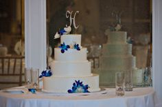 Simply elegant beach wedding cake