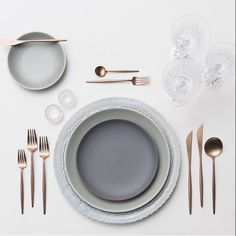 #soft #matte #grey #gold #flatware #clear #stemware #wedding #tablescapes