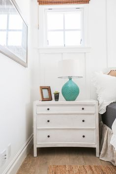 amazing turquoise lamp on bedside table
