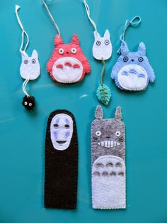 marque page totoro au crochet Geek Crafts, Diy Craft Projects, Fun Crafts, Diy And Crafts, Sewing Projects, Arts And Crafts, Totoro, Fabric Crafts, Sewing Crafts