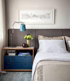 Vem conferir a seleção de quartos de casal cinza, a cor neutra e versátil. Cinza e azul, no projeto de Maicon Antoniolli