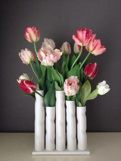 Tulpen in verschillende roze tinten, helemaal voorjaar. www.abonneefleur.nl