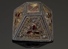 National Geographic Anglo-Saxon Exhibition: Rare Artifacts Go On Display Oct. Medieval Jewelry, Viking Jewelry, Ancient Jewelry, Anglo Saxon Chronicle, Anglo Saxon History, Sutton Hoo, Viking Metal, Merovingian, Birmingham Museum