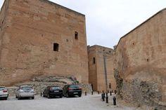 Recuerda que estamos al lado de #TorresBermejas y a un paso de la #Alhambra. ¡No lo olvides a la hora de planificar tu visita! Mount Rushmore, Mountains, Nature, Travel, Museums, White People, Naturaleza, Viajes, Destinations