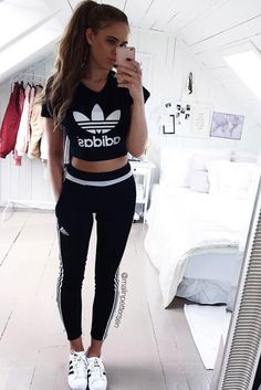 Explore our collection of fitness clothing you will fall in love with. Our ideas of sports outfits are the best inspiration for the gym.