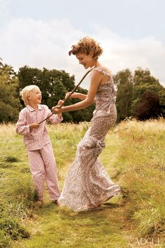 Pictured (from left): Lucas Portman and Natalia Vodianova Photographed by Mario Testino, Vogue, November 2008 Mario Testino, Natalia Vodianova, Vogue Photo, Vogue Us, Perth, Family Shoot, Magazine Mode, How To Pose, Beautiful Family
