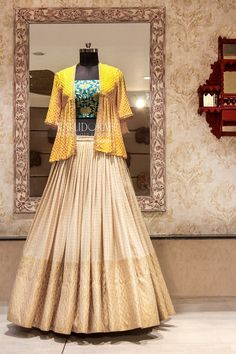 Lehnga designs - Dear SummerBrides to be, We Lehenga Choli Designs, Saree Blouse Designs, Sari Design, Indian Lehenga, Designer Kurtis, Indian Wedding Outfits, Indian Outfits, Indian Attire, Indian Wear