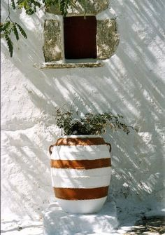 Mediterranean living ~ Amorgos ~ Greece Amorgos - Mon ile à moi! Mug Design, Interior Minimalista, Mediterranean Homes, Happy Independence Day, Container Gardening, Interior And Exterior, Outdoor Gardens, Outdoor Living, Beautiful Places