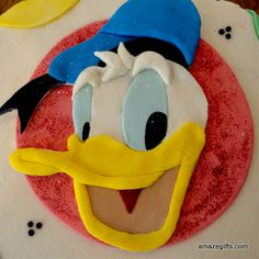 Donald duck cake from #amazegifts is eye catching with all the color filled up. Kids will love this cake. It brings fun and frolic at the occasion. Amazegifts.com will deliver at your door step to surprise your loved ones.