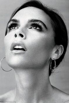 Über Fashion Marketing: Victoria Beckham toda trabalhada no blasé em editorial da Vogue China David E Victoria Beckham, Victoria Beckham Vogue, Victoria And David, Victoria Beckham Style, Queen Victoria, Victoria Style, Vogue China, Spice Girls, Vic Beckham