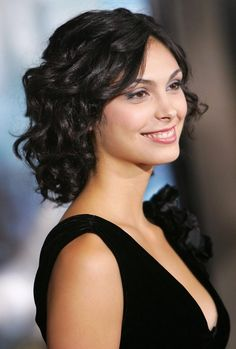 All our Morena Baccarin Pictures, Full Sized in an Infinite Scroll. Morena Baccarin has an average Hotness Rating of between (based on their top 20 pictures) Beautiful Celebrities, Beautiful Actresses, Morena Baccarin Deadpool, Morena Baccarin Firefly, Medium Hair Styles, Curly Hair Styles, Short Wavy Hair, Girl Haircuts, Stargate