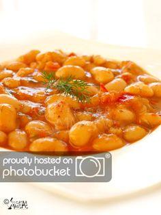 iahnie de fasole - white bean stew Read Recipe by bestofRomania Bean Recipes, Vegetarian Recipes, Cooking Recipes, Good Food, Yummy Food, Romanian Food, Romanian Recipes, Bean Stew, Exotic Food