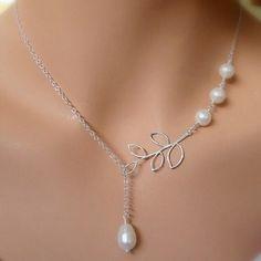 Metal Leaves Joker Pearl Tassel Short Necklace
