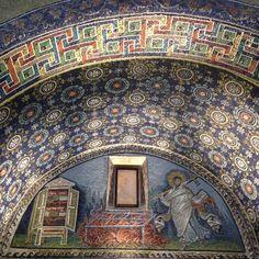 Mosaics with gold. Wow! - Instagram by @Aprendiz de Viajante