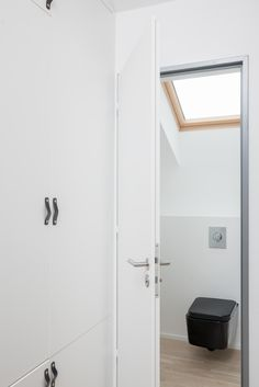 OOOOX   PLZEN - wardrobe with black leather handles and black toilet