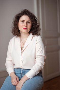 La chemise Rosa - Katoune. Une chemise intemporelle à la couleur douce rose. Elle se porte aussi facilement qu'une simple chemise blanche, c'est simple vous pouvez la porter avec tout! #swissbrand  #madeinportugal Style Personnel, Photo Portrait, Inspiration Mode, Button Downs, Casual, Blogging, Simple, Women, Fashion