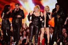 Video: Rebel Wilson and Pitch Perfect cast perform at MTV Movie Awards